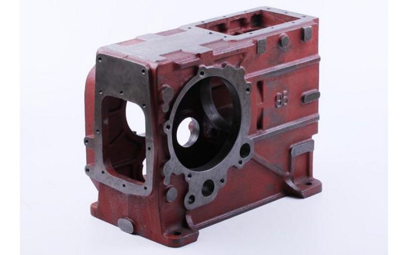 Блок двигателя (картер) рышка правая 8отв., крышка левая 5отв 1GZ90 (R195)